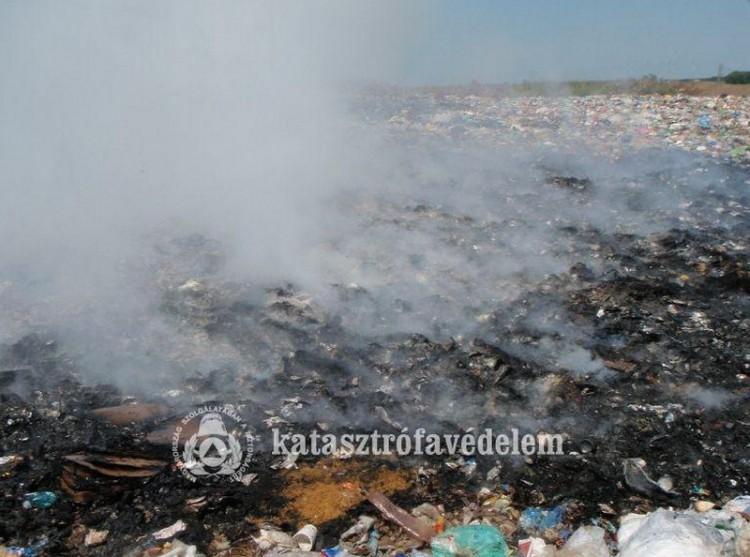 Megint lángokban a szeméttelep Berettyóújfalunál