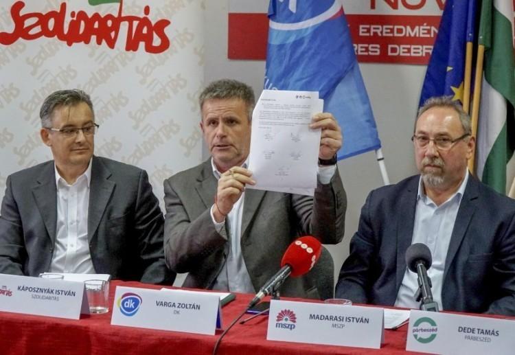 A debreceni balosok szerint a Fidesz az ő kottájukból játszik. Fülsértően hamisan!