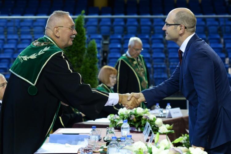 Szakmai elismeréseket vettek át a Debreceni Egyetem tanévnyitóján