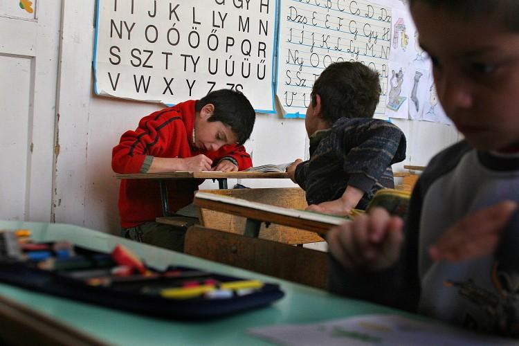 Rosszabb körülmények között tanították a roma gyerekeket – kártérítést kapnak