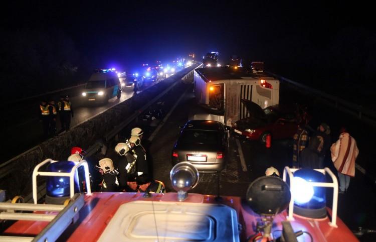 Tragikus buszbaleset: továbbra sem ismeri el a bűnösségét az autóvezető – VIDEÓ