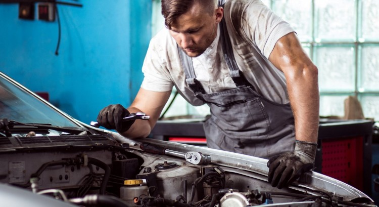 Nyolcrendbeli csalással gyanúsítják a hajdúböszörményi autószerelőt