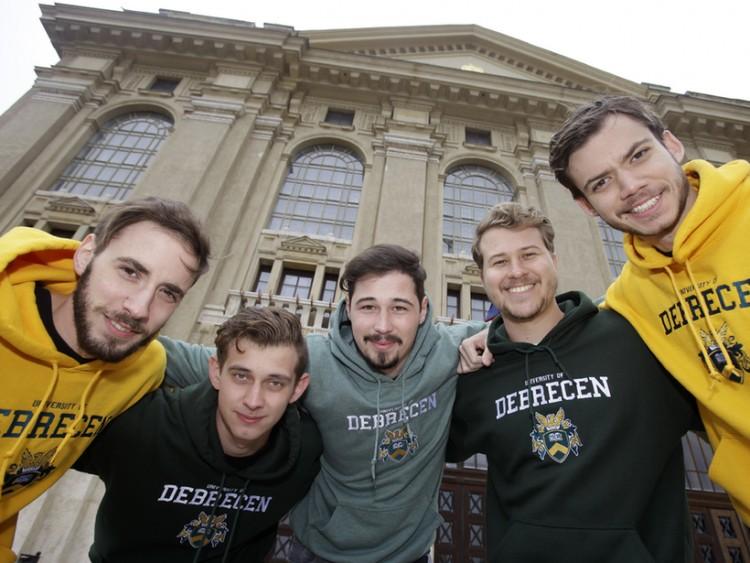 Tízezernél is többen kezdik az évet a Debreceni Egyetemen