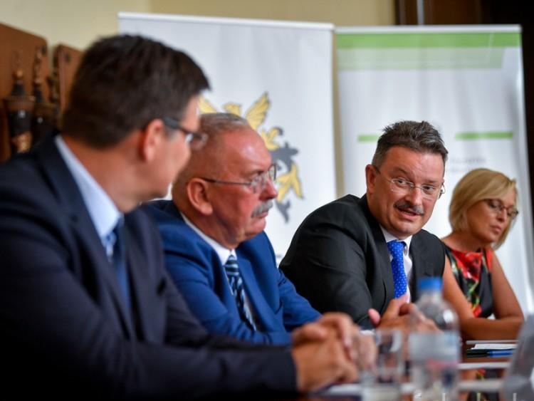 Bács Zoltán: Ki kell lépni az államháztartás rendszeréből