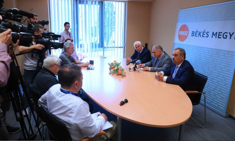 """Akár 7,8 millió ember szavazhat a Fidesz jelöltjeire - Kósa Lajos """"matekozott"""""""