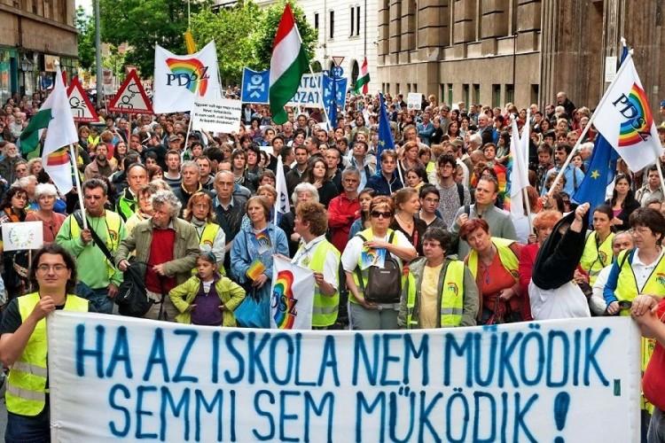 Tüntetésre és országos sztrájkra készülnek a pedagógusok