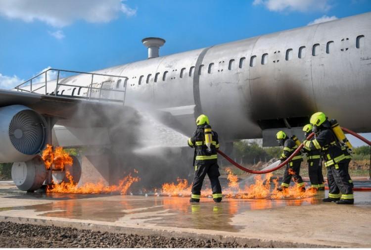 Repülőgép lángolt a debreceni reptéren