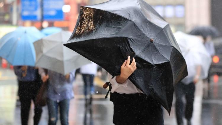 Hideggel, széllel és esővel közeledik a november