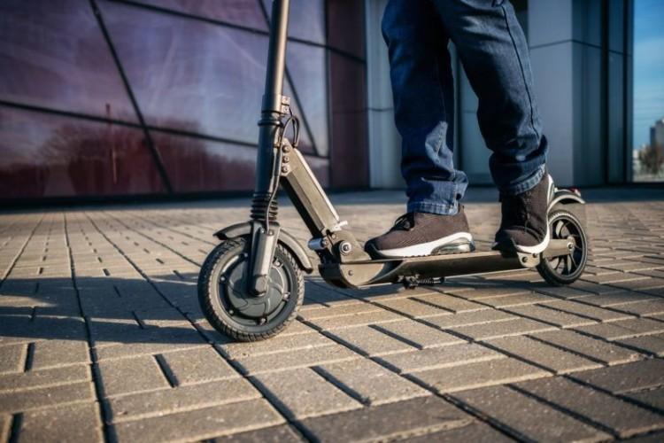 Az elektromos rollerek miatt módosíthatják a KRESZ-t