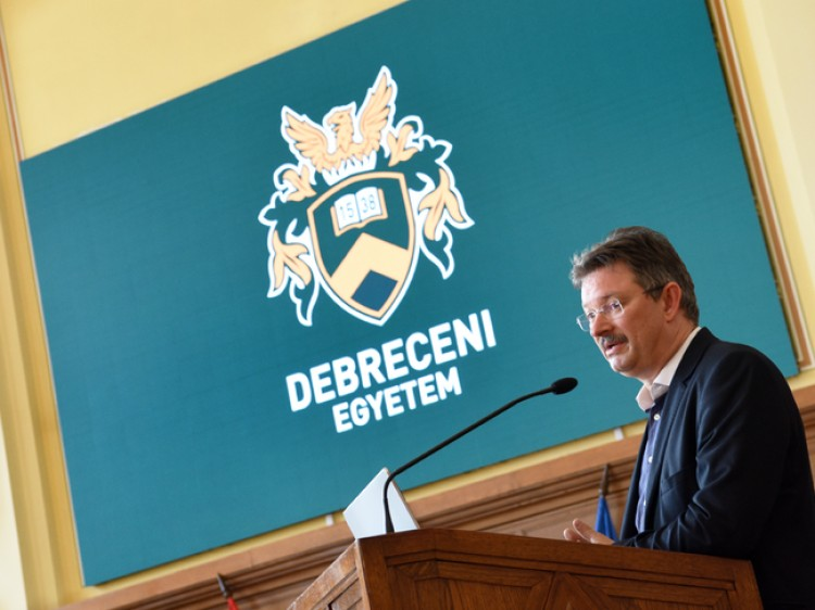 Ingyen segít nyelvvizsgázni a Debreceni Egyetem