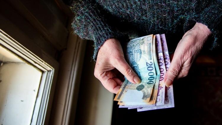 Átlagosan húszezer forint nyugdíjprémiumot kapnak az idősek