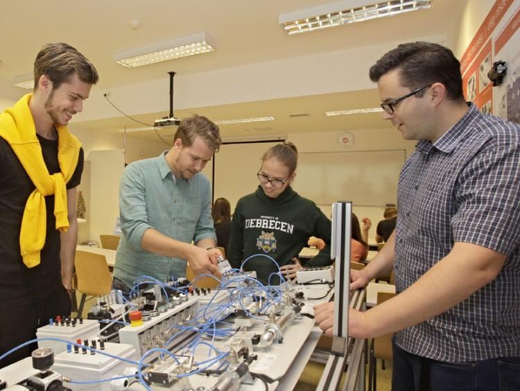 Az első nyolcszázban a debreceni mérnökképzés