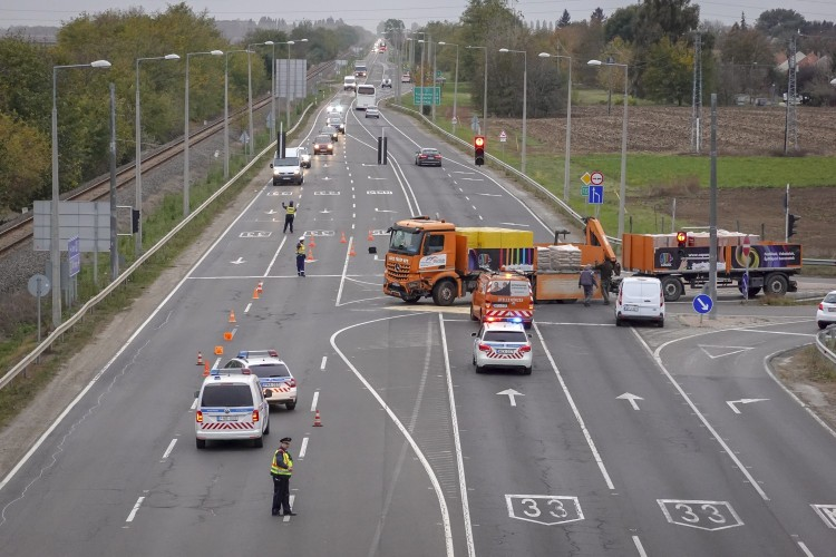 Megsérült egy kisteherautó vezetője Debrecennél