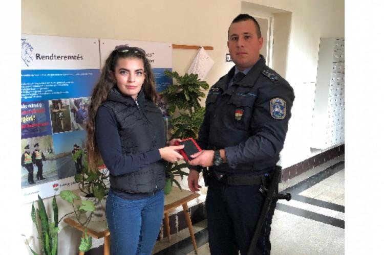 Házkutatás során találták meg a lopott telefont Hajdúhadházon