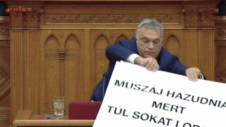 Parlamenti botrány: Orbán beszédét zavarta az ellenzéki