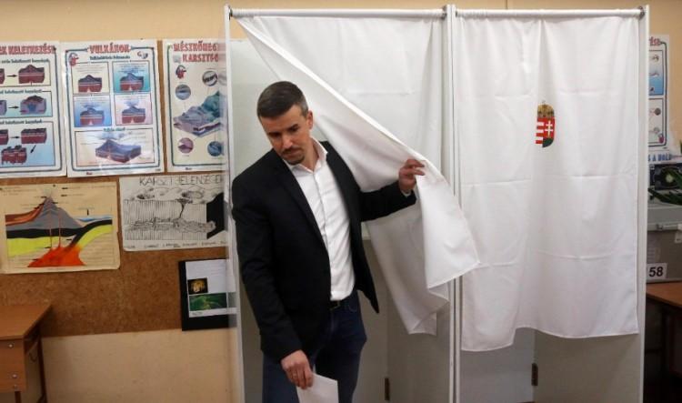 Káosz a Jobbikban: Jakab Péter visszalépett