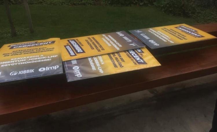 """""""Szemétséggel"""" támadja a hatalmat két debreceni ellenzéki"""