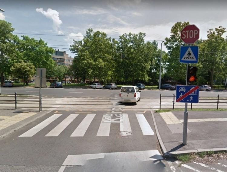 Villamos és autó ütközött Debrecenben