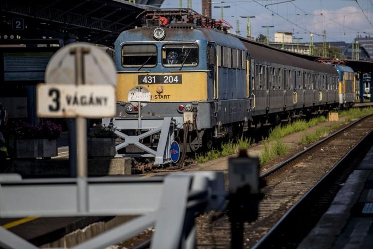 Egyórás késésre is lehet számítani a debreceni vasútvonalon