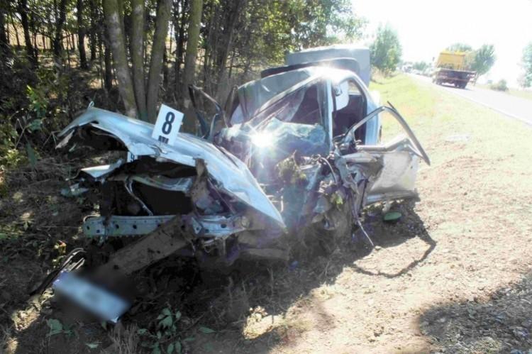 Elaludt a volán mögött, balesetet okozott a 42-es főúton