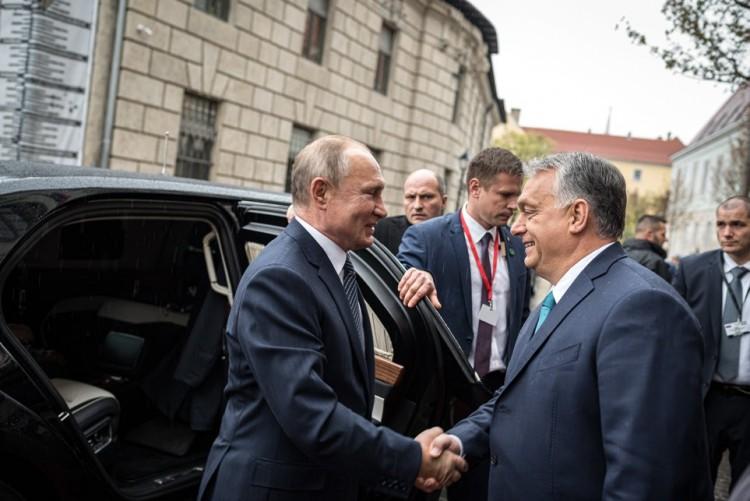 Putyin Pesten: gáz és keresztények, de inkább gáz