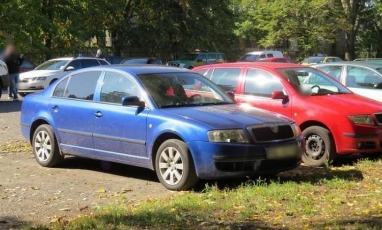 Ezzel a kék Skodával menekültek a rablók Debrecenben – vajon kié?
