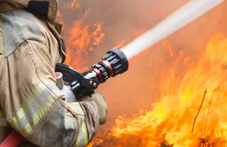 Autó égett Debrecenben