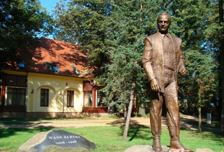 Karácsony Gergely nácinak nevezte az embert, akinek Debrecenben köztéri szobra van