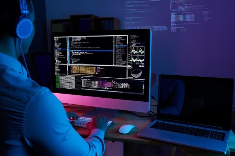 Hogyan tegyük elégedettebbé a munkavállalókat webes szoftverekkel