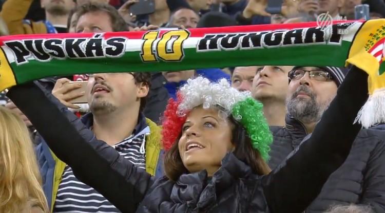 Több tízezer magyar énekelt a Puskás Arénában