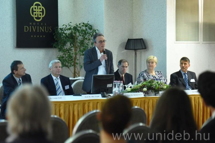 A régió belgyógyászai tanácskoznak Debrecenben