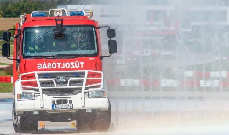 Kisebb tűz Debrecenben, nagyobb baleset az autópályán