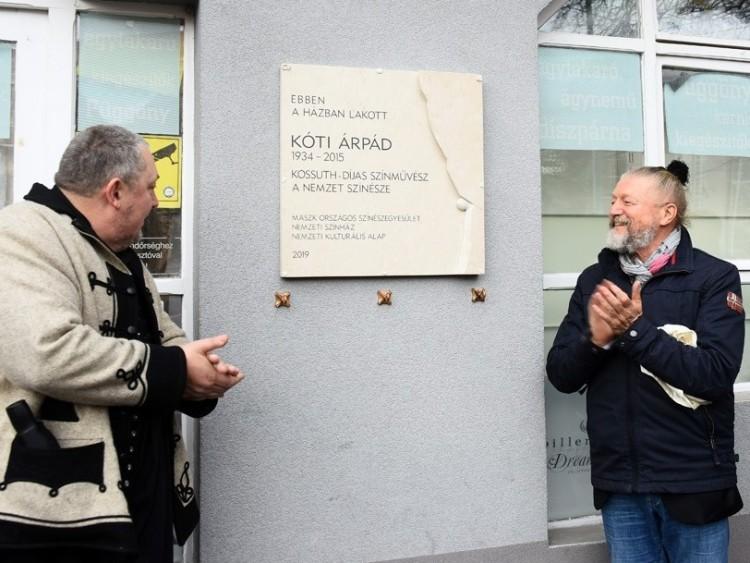 Kóti Árpád emlékét már tábla is őrzi Debrecenben