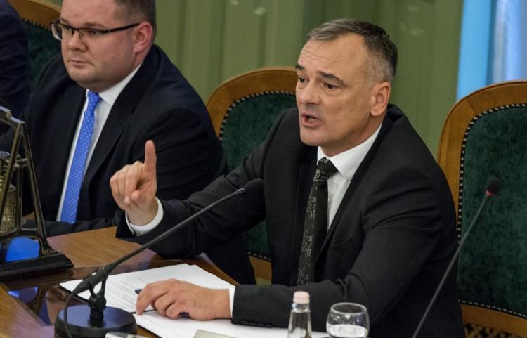 Borkai Zsolt elmondta, ki csinált kuplerájt a városházából