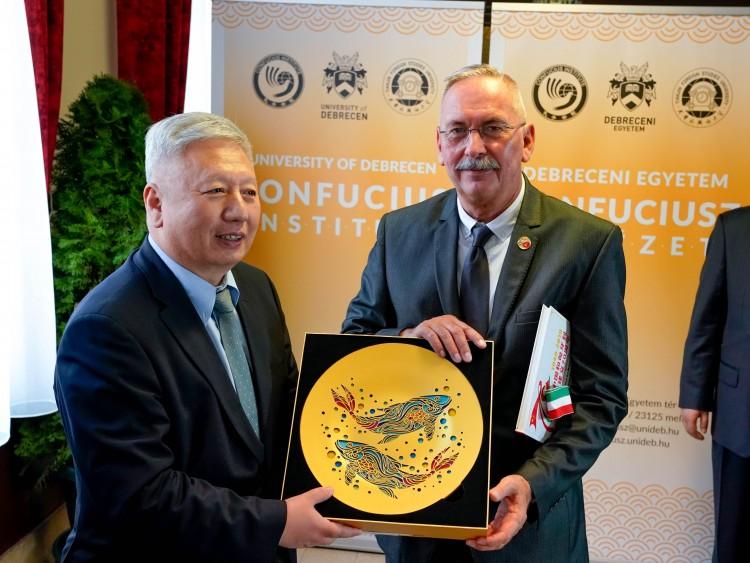 Debrecenben is elérhető a világméretű kínai intézet