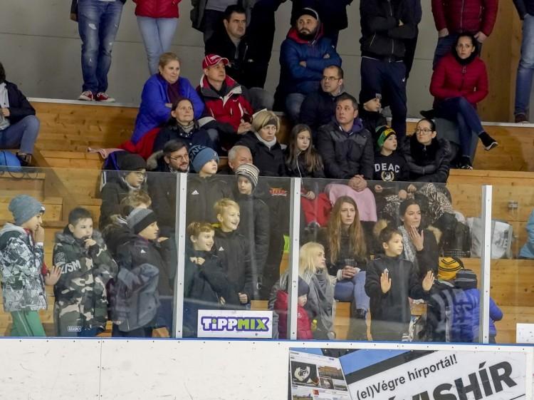 Kivételesen szabad lesz a nézőtéri dobálás Debrecenben