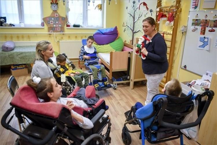 Új eszközökkel kommunikálhatnak a fogyatékossággal élők a debreceni központban