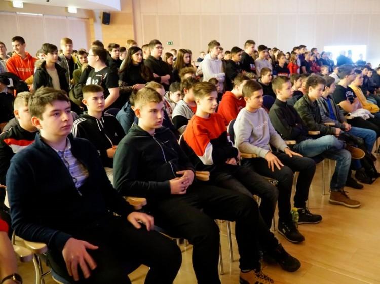"""A BMW már általános iskolásokat is """"toboroz"""" Debrecenben"""