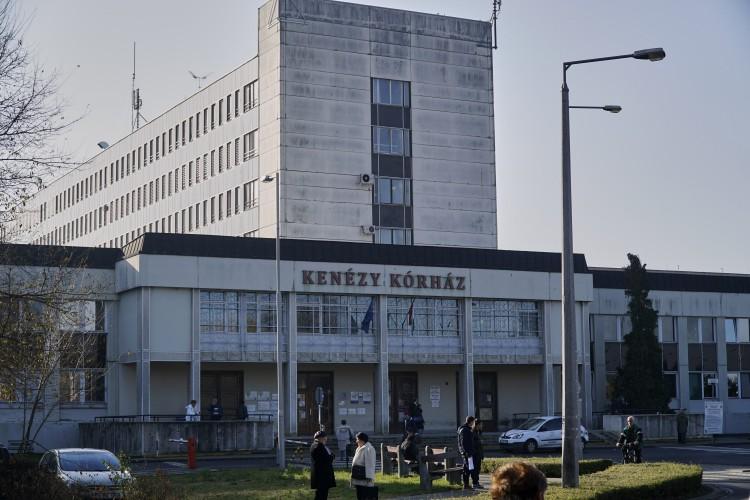 Belső kórházi parkolókban gondolkodik a Debreceni Egyetem