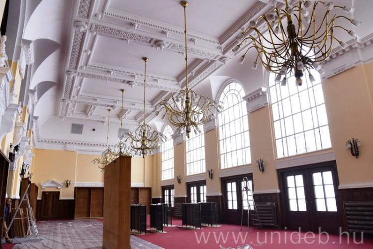 Pazarrá alakítják a Debreceni Egyetem könyvtárát