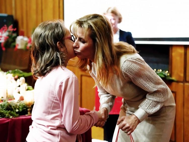 Ajándékkal érkezett a Gyermekklinikára a köztársasági elnök felesége