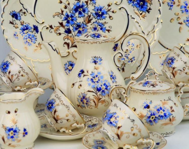 Eladná az állam a hollóházi porcelángyárat