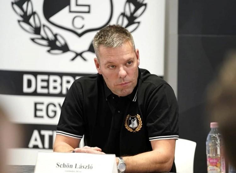 Schön László a DEAC edzője. A riválistól érkezett!