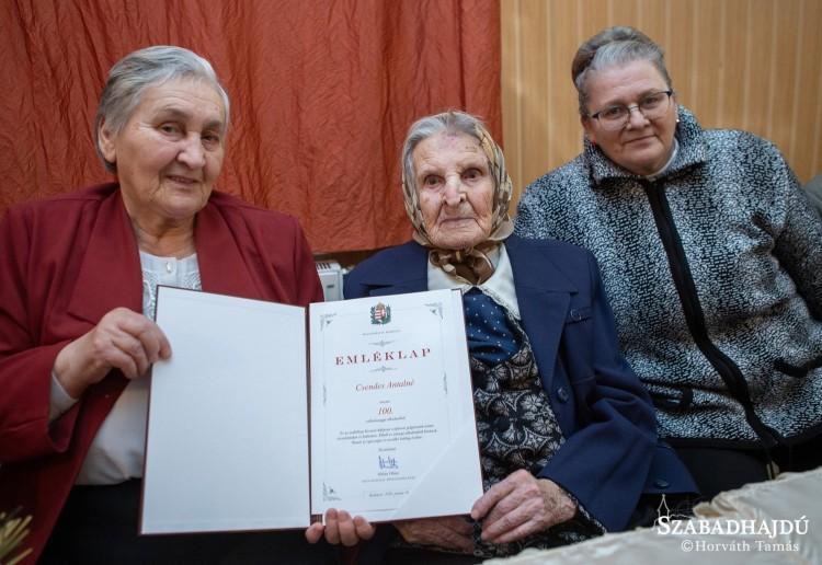 Századik születésnapját ünnepelte Zsófia néni