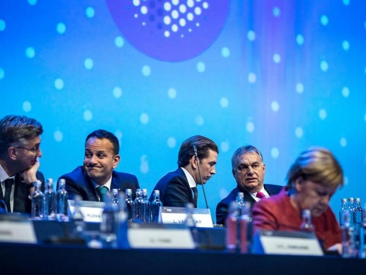Orbán Viktor vitára hívja párttársait