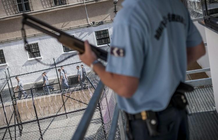 Megszavazták a börtönkártérítések felfüggesztését