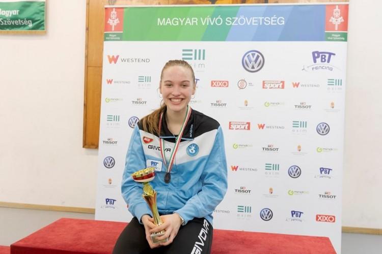 A debreceni kardtündér megvédte junior magyar bajnoki címét