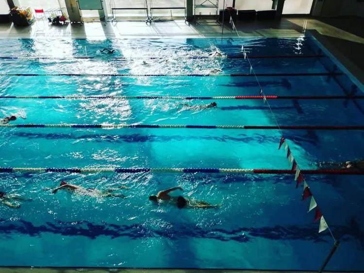 Koronavírus: óvintézkedés a Debreceni Sportuszodánál
