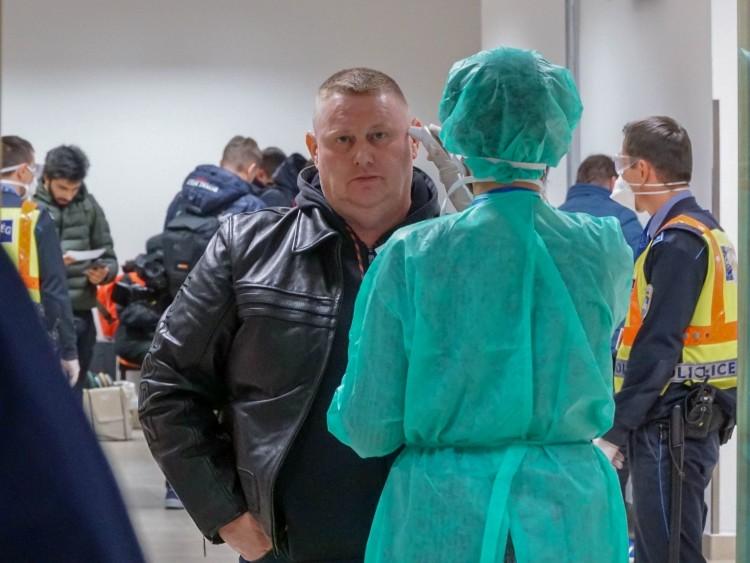 Nem érkezett lázas ember a megszüntetésre ítélt milánói járattal