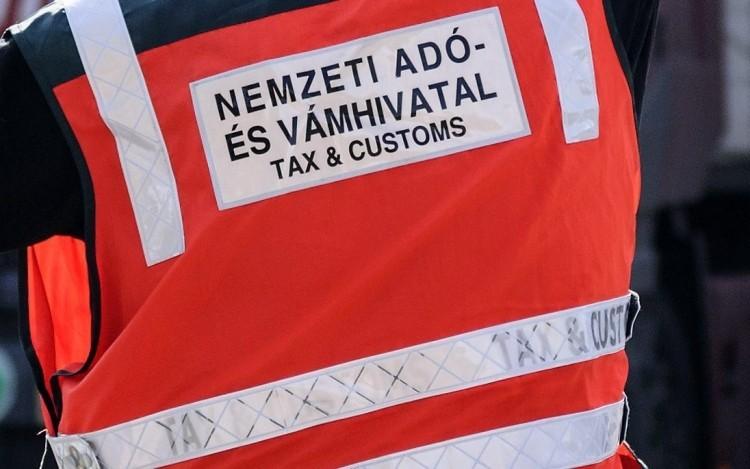 Volt pénzügyőrök ellen emeltek vádat korrupció miatt Debrecenben